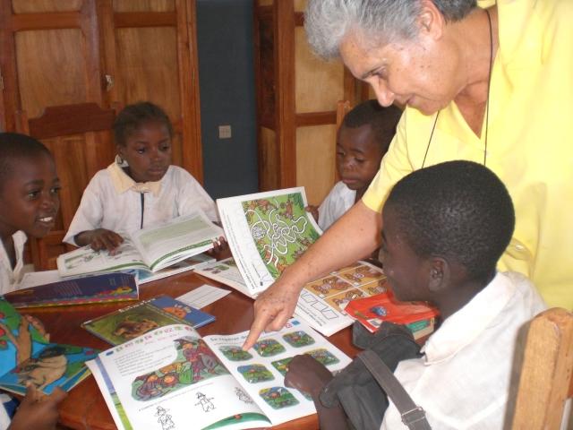 El hospital San Francisco de Asís organiza un mercadillo solidario para financiar un proyecto educativo y sanitario en Congo